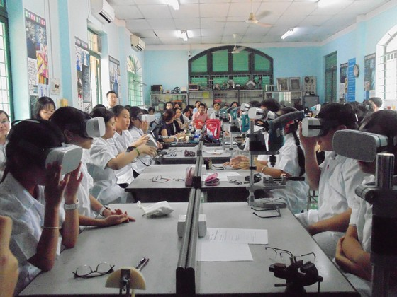 Học sinh trường Lê Quý Đôn hào hứng trải nghiệm cùng tiết học STEAM ảnh 2