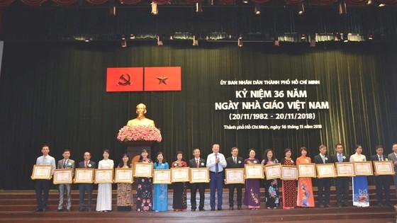 TPHCM kỷ niệm 36 năm Ngày Nhà giáo Việt Nam ảnh 2