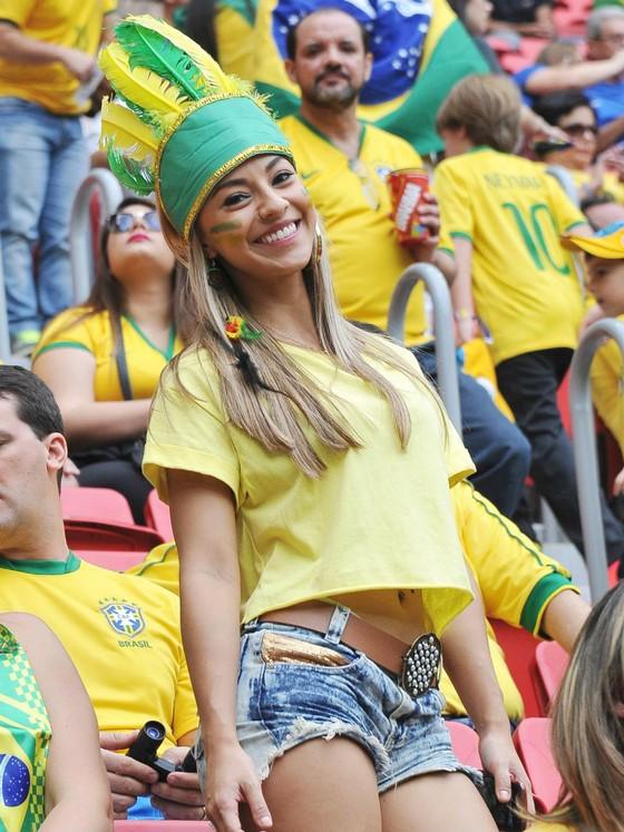 Người đẹp trên khán đài World Cup ảnh 2