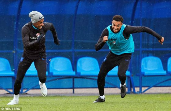 Rashford và Trent Alexander-Arnold vui vẻ tập luyện trước vòng tứ kết.