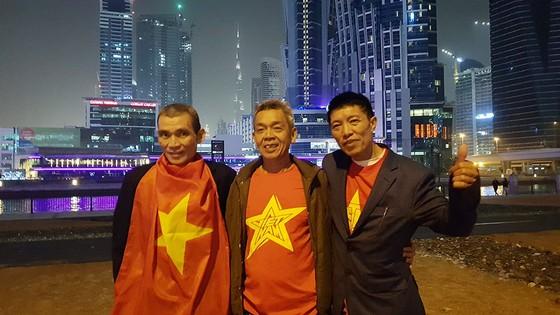 Vẻ đẹp fan Việt trong cuộc hành trình cùng đội tuyển Việt Nam tại UAE  ảnh 3