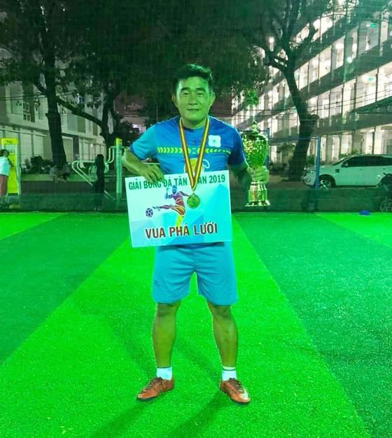 """Từ """"siêu phủi"""" tới ông bầu, Tuấn """"nhóc"""" đưa FC Hồ câu Thủy Ngư vô địch giải Tân Xuân quận 9 ảnh 1"""