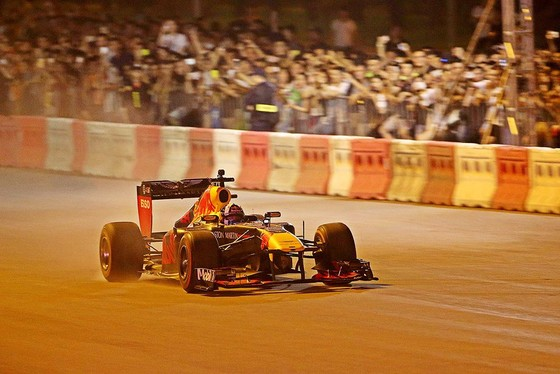 Biểu diễn đua xe F1 tại Việt Nam ảnh 4