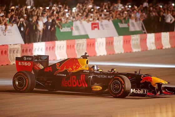Biểu diễn đua xe F1 tại Việt Nam ảnh 5