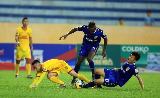 Nam Định đã có trận thắng quý giá trước B.Bình Dương. Ảnh: MINH HOÀNG