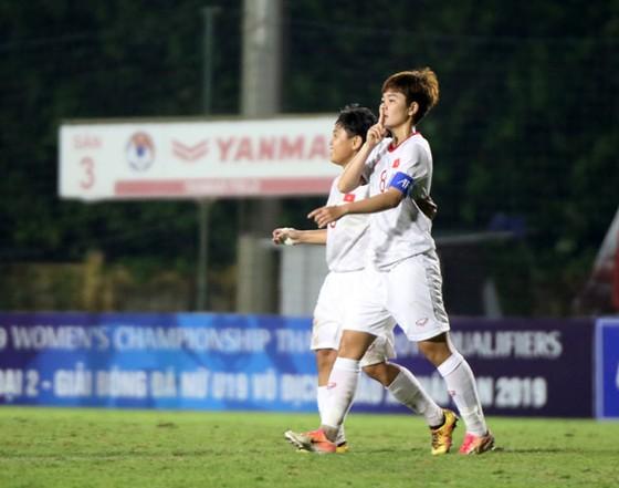 Đội U19 nữ Việt Nam áp sát Hàn Quốc ảnh 1