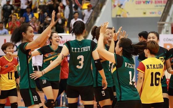 Cúp bóng chuyền nữ quốc tế VTV9 Bình Điền 2019: Nhọc nhằn vượt ải U.23 Thái Lan ảnh 4