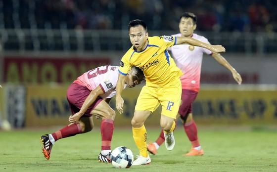 SLNA và Sài Gòn chia điểm trong trận cầu có 4 bàn thắng ảnh 1