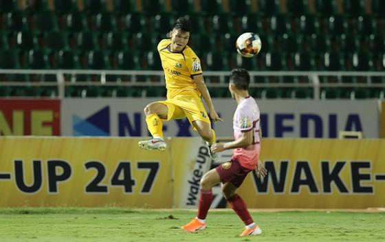 SLNA và Sài Gòn chia điểm trong trận cầu có 4 bàn thắng ảnh 2