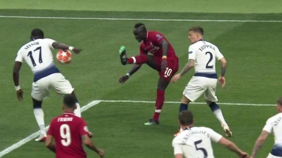 Quả phạt đền sớm khiến Tottenham run rẩy ảnh 1