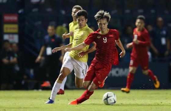 Anh Đức đóng vai người hùng, Việt Nam vào Chung kết King's Cup 2019 ảnh 1