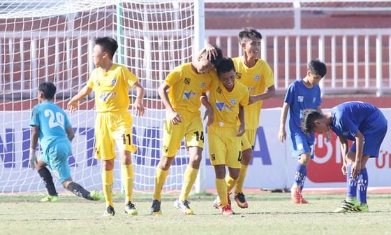 Các cầu thủ Đà Nẵng có chiến thắng dễ dàng trước Khánh Hòa. Ảnh: ANH KHOA