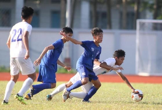 PVF (áo trắng) kịp giành vé vào bán kết sau chiến thắng 1-0 trước Bình Dương. Ảnh: ANH KHOA