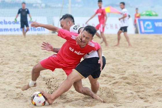 Những bất ngờ đầu tiên ở giải bóng đá bãi biển quốc gia 2019 ảnh 2
