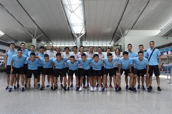 Toàn đội tại sân bay Tân Sơn Nhất. Ảnh: Anh Trần