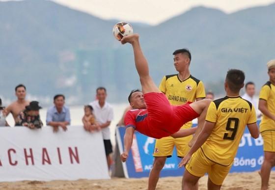 Giải bóng đá bãi biển 2019 vốn tạo sự chú ý qua những hình ảnh đẹp trên sân thi đấu. Ảnh: Anh Trần