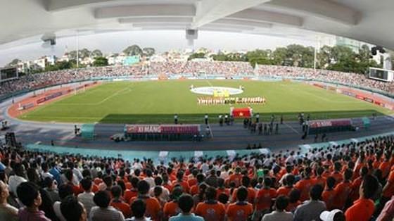 Sân Thống Nhất trong một trận đấu thu hút hơn 15.000 khán giả. Ảnh: HOÀNG HÙNG