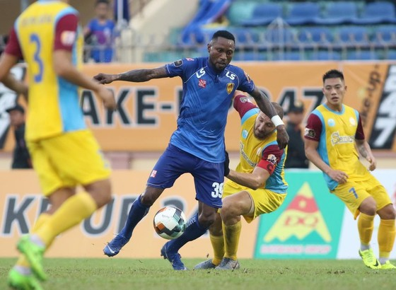 """Zarour dần đuổi sức trong vai trò """"gánh team"""" ở Khánh Hòa. Ảnh: Viết Định"""