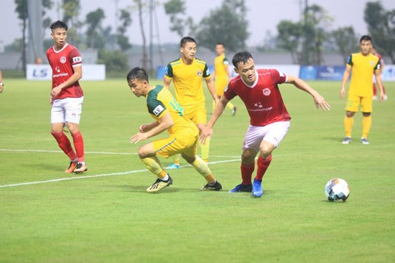 Phố Hiến tiếp tuc cuộc đua sau chiến thắng 2-0 trước Đắk Lắk. Ảnh: Minh Hoàng