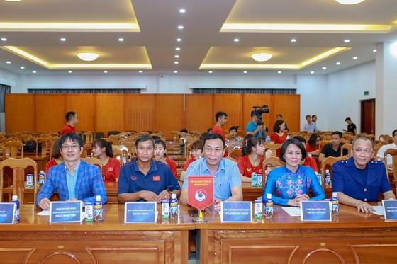 VFF và nhà tài trợ Vinamilk trao thưởng cho đội tuyển nữ Việt Nam ảnh 1