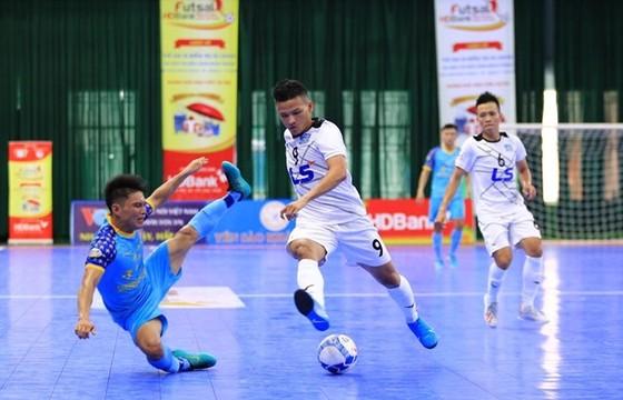 Thái Sơn Nam trong trận thắng 2-0 trước SS.Khánh Hòa để đẩy đối thủ này lùi xa trong cuộc tranh chấp ngôi vô địch mùa này. Ảnh: TSNFC