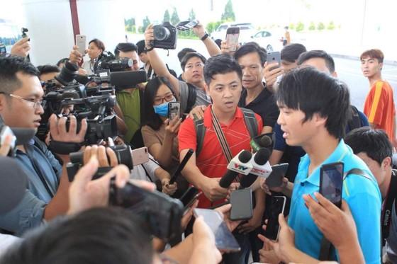 Đội tuyển Việt Nam về nước ảnh 4
