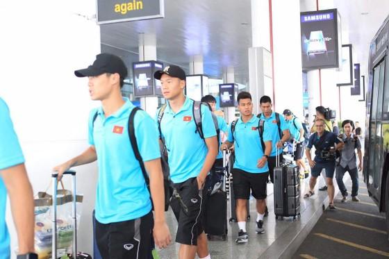 Đội tuyển Việt Nam về nước ảnh 3