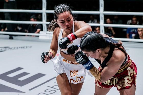 ONE Championship TPHCM 2019: Nguyễn Trần Duy Nhất hạ knock-out đối thủ người Malaysia ảnh 1