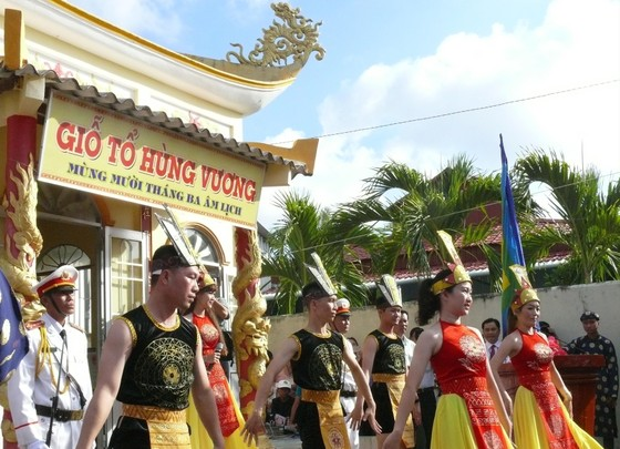 Người dân vùng cực Nam Tổ quốc tổ chức Lễ Giỗ Tổ Hùng Vương ảnh 1