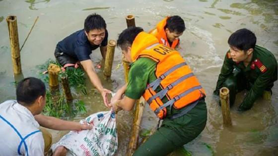 Chính phủ quyên góp ủng hộ khắc phục hậu quả mưa lũ ảnh 2