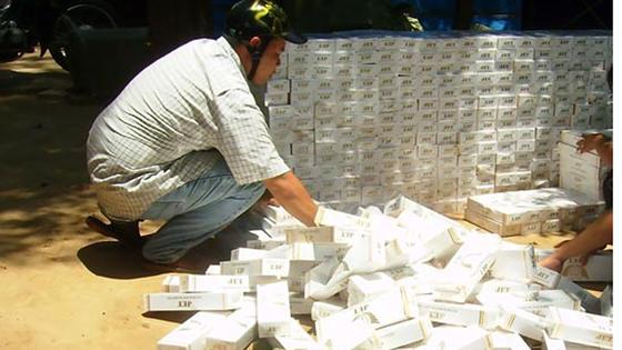 ĐBQH mang cả túi thuốc lá lậu đến nghị trường Quốc hội ảnh 3