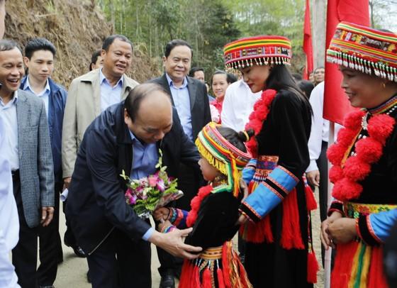 Dự ngày hội đại đoàn kết, Thủ tướng selfie cùng bà con người Dao   ảnh 3