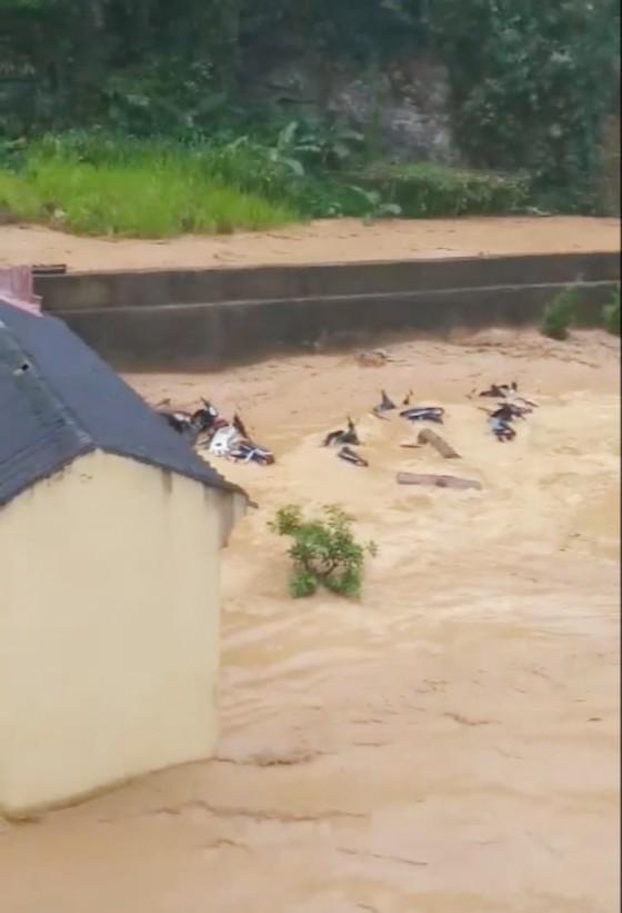 Không tổ chức cho học sinh tham gia các hoạt động vui chơi, ngoại khóa trong thời gian lũ lụt ảnh 2