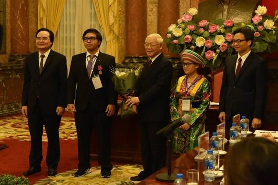 Tổng Bí thư, Chủ tịch nước Nguyễn Phú Trọng gặp mặt các học sinh-sinh viên tiêu biểu ảnh 2