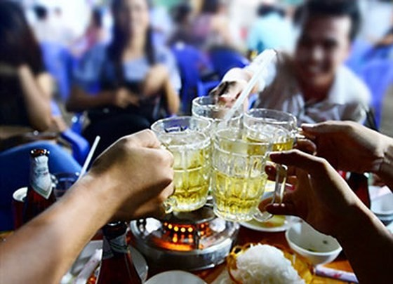 Cần có quy định nghiêm cấm hành vi ép người khác uống rượu bia ảnh 1