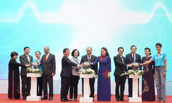 Thủ tướng chúc mỗi phụ nữ sẽ là một bông hoa đẹp, tài năng, trí tuệ     ảnh 1