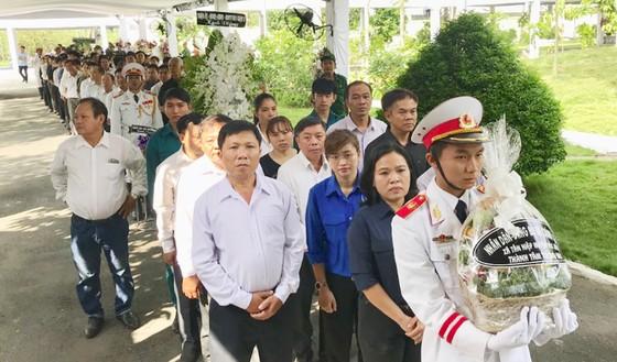 Nhiều gia đình trong cả nước tới viếng bác Sáu Khải ảnh 2