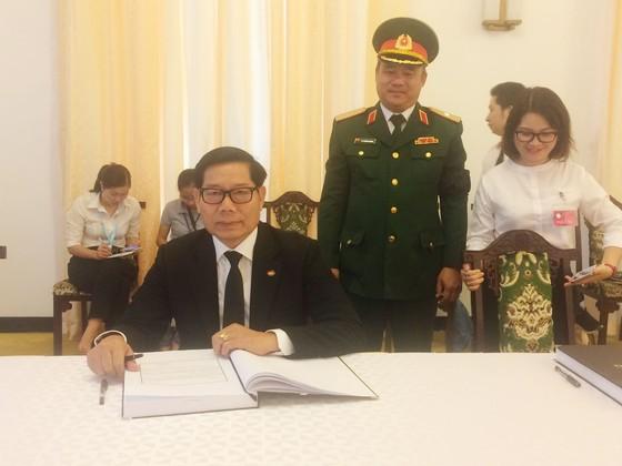 Nhiều đoàn ngoại giao đến viếng nguyên Thủ tướng Phan Văn Khải ảnh 16
