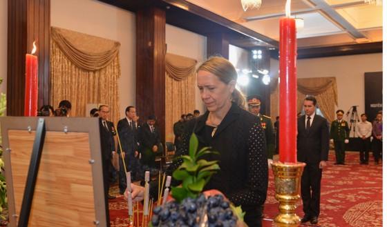 Nhiều đoàn ngoại giao đến viếng nguyên Thủ tướng Phan Văn Khải ảnh 4