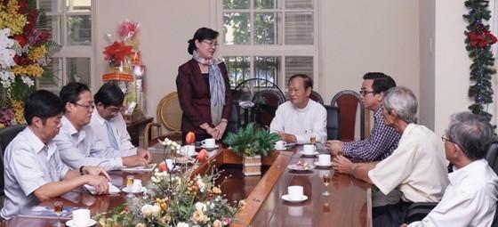 Chủ tịch HĐND TPHCM Nguyễn Thị Quyết Tâm thăm các vị chức sắc tôn giáo nhân lễ Giáng sinh ảnh 1