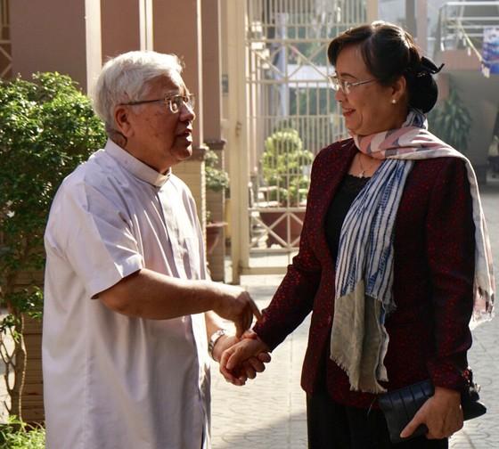 Chủ tịch HĐND TPHCM Nguyễn Thị Quyết Tâm thăm các vị chức sắc tôn giáo nhân lễ Giáng sinh ảnh 3