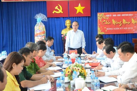 Bí thư Thành ủy TPHCM Nguyễn Thiện Nhân:  Sự hài lòng của người dân là cơ sở trả thu nhập tăng thêm cho công chức ảnh 1
