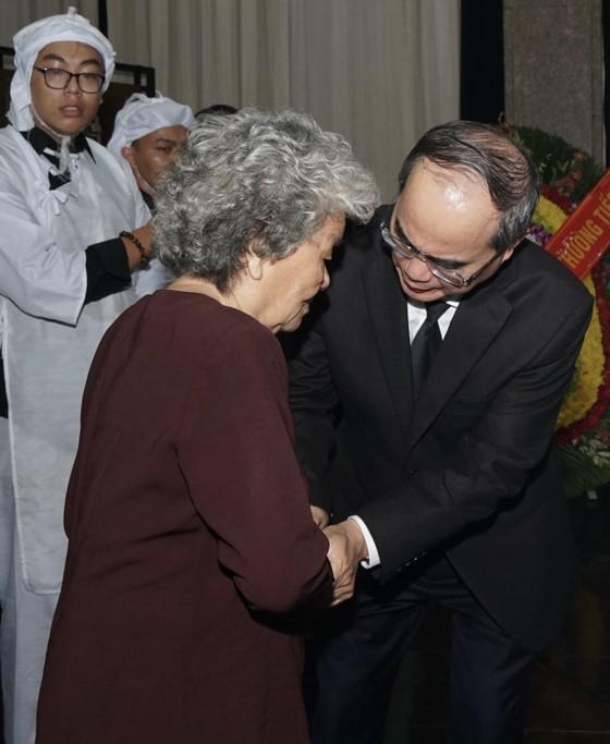 Bí thư Thành ủy TPHCM Nguyễn Thiện Nhân viếng Phó Chủ tịch UBND TPHCM Nguyễn Thị Thu ảnh 4