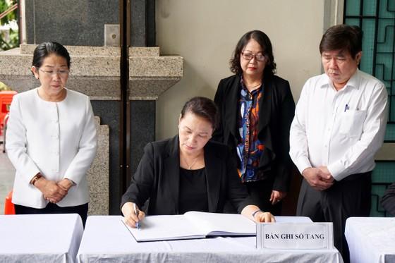 Chủ tịch Quốc hội Nguyễn Thị Kim Ngân viếng Phó Chủ tịch UBND TPHCM Nguyễn Thị Thu ảnh 2