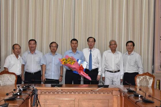 Ông Nguyễn Bạch Hoàng Phụng làm Phó Chủ tịch UBND quận 2 ảnh 1