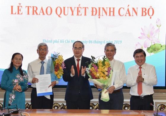 Trao quyết định phê chuẩn kết quả bầu bổ sung 2 Phó Chủ tịch UBND TPHCM ảnh 1