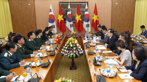 Bộ trưởng Bộ Quốc phòng Hàn Quốc ủng hộ lập trường của Việt Nam trong vấn đề Biển Đông ảnh 3