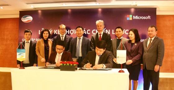 Viettel và Microsoft hợp tác toàn diện, thúc đẩy chuyển đổi số tại Việt Nam ảnh 1