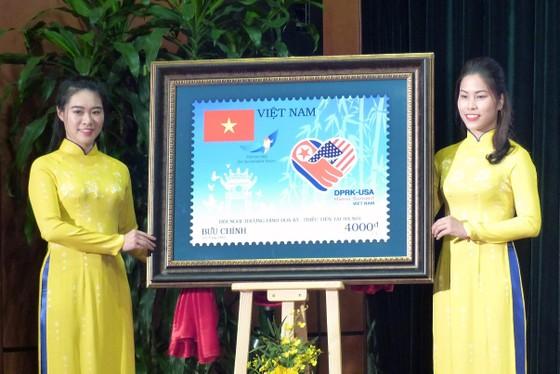 Phát hành bộ tem đặc biệt chào mừng Hội nghị thượng đỉnh Mỹ - Triều lần thứ 2 ảnh 2