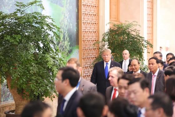Thủ tướng Nguyễn Xuân Phúc hội kiến Tổng thống Donald Trump ảnh 2